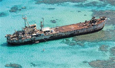"""菲律宾水师""""停顿""""在仁爱礁上的兵舰。"""