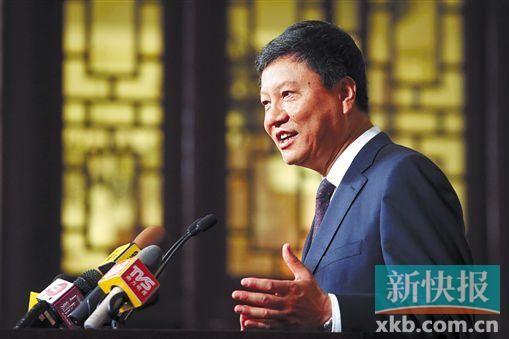 陈建华在广州市当局指导专场新闻公布会上答复记者的发问。