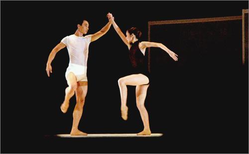 组图:新加坡舞蹈剧场现代舞专场演出现场