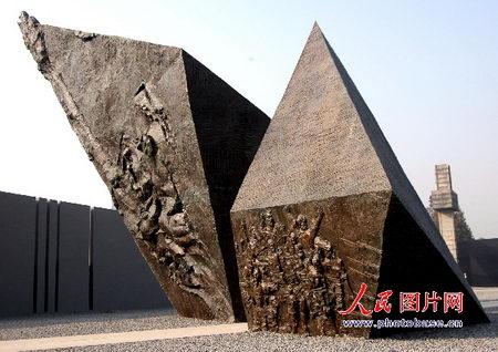 图文:主题雕塑冤魂呐喊