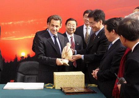 图文:法国总统萨科齐抵达西安启动中国之行