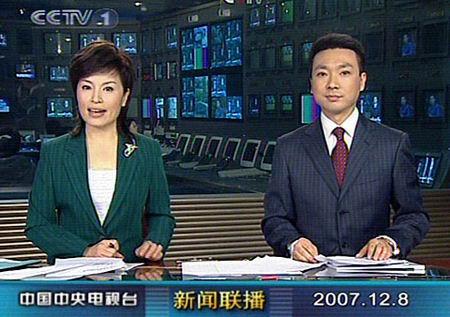 组图:央视男主播康辉再次亮相新闻联播