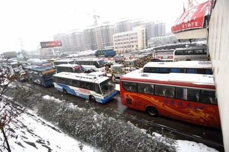 湖南迎来罕见寒冬交通事故率上升(组图)