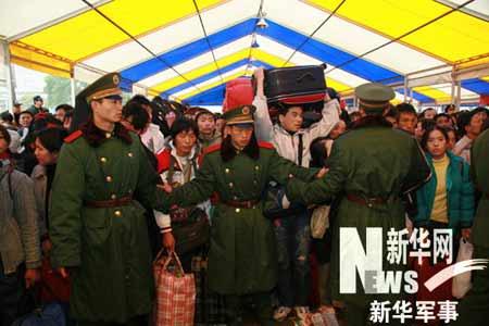军事记者救灾手记:广州火车站现场实录(组图)