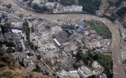 组图:航拍地震后汶川县映秀镇
