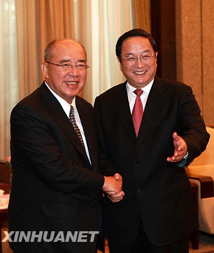 组图:上海市委书记俞正声会见吴伯雄