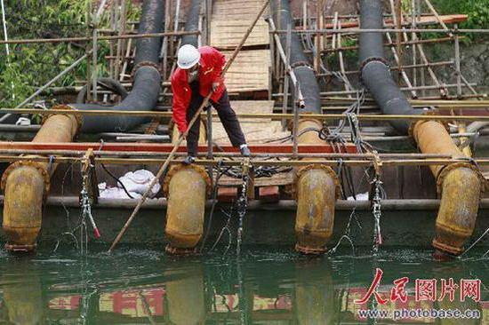 组图:四川遂宁开辟第二水源应对堰塞湖威胁