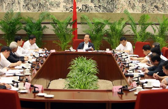 图文:温家宝主持召开国务院抗震救灾第18次会议
