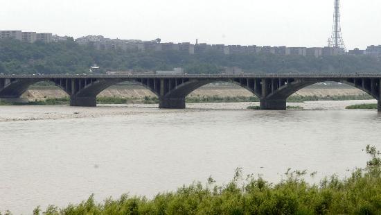图文:涪江绵阳段受唐家山堰塞湖影响水位上升
