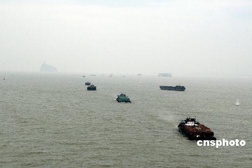 图文:我国最大淡水湖鄱阳湖水位突破16米