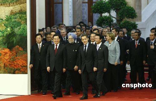 组图:胡锦涛等与出席亚欧首脑会议与会者合影