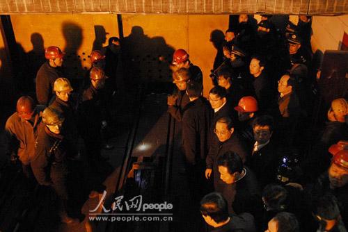 组图:山西省委领导现场指挥施救