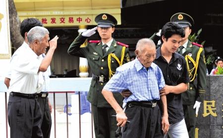 流落缅甸60余年中国远征军老兵回国探亲(组图)