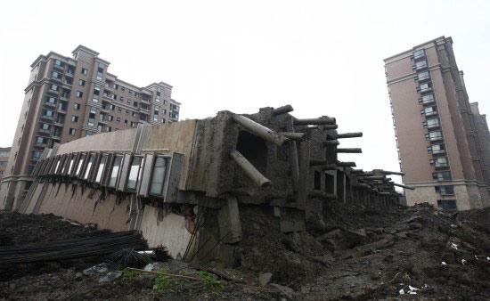 上海13层在建住宅楼整体倒塌1人死亡(组图)