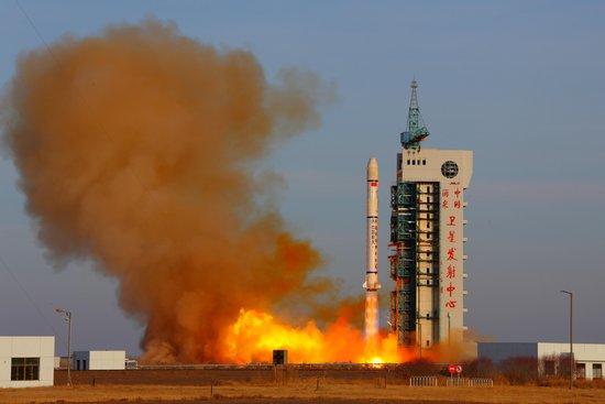 我国成功发射遥感卫星七号(组图)