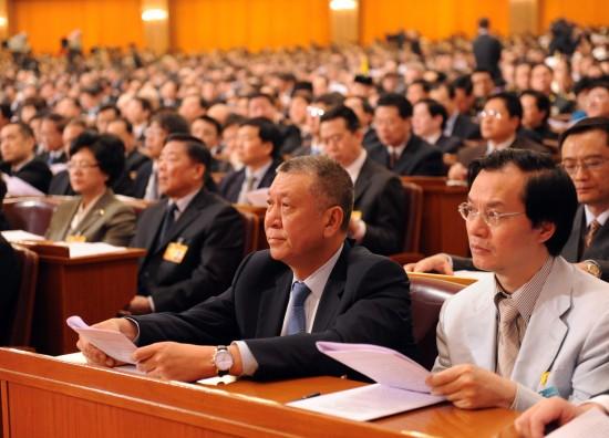 图文:新增补的全国政协委员何厚铧在听会