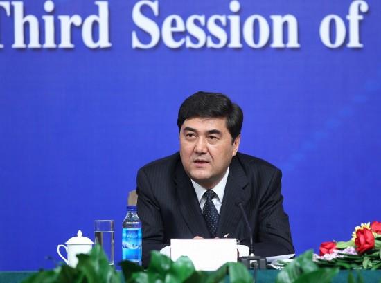 图文:新疆自治区主席努尔-白克力回答记者提问