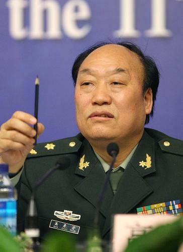 图文:高春芳委员在回答记者提问