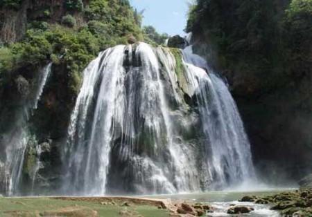 组图:云南旱情致石林县大叠水瀑布几近断流