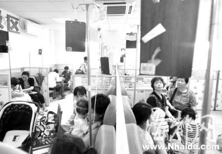 福州遭遇高温天气医院门诊量攀升(组图)