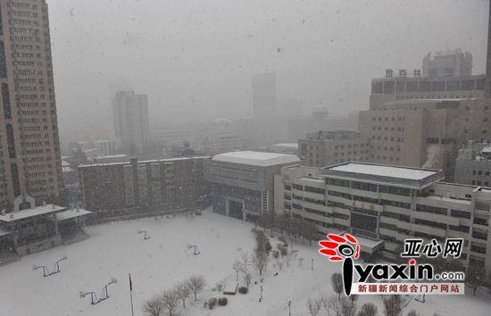 乌鲁木齐突降大雪24小时内降温近10摄氏度(图