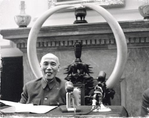 蒋介石顽皮的吐舌头表情 图片来源:台湾联合报
