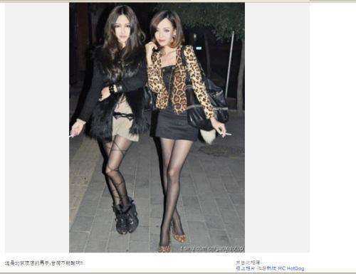 北京夜店的超正辣妹,黑丝袜下的美腿又细又长.