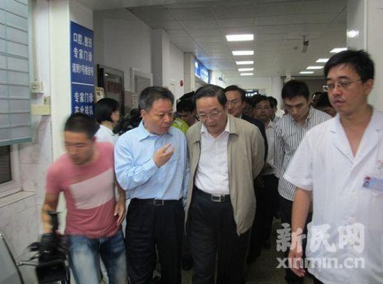 上海市委书记俞正声等赶到九院慰问伤员