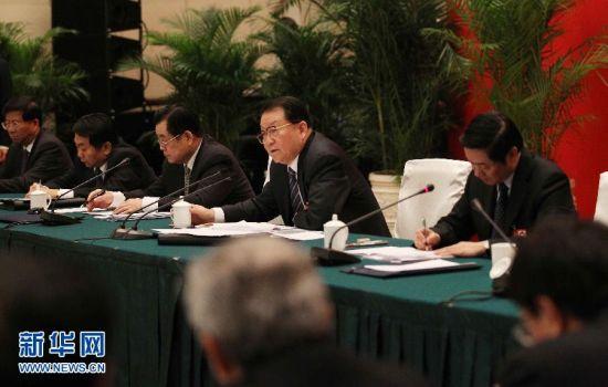3月5日,中共中央政治局常委李长春参加十一届全国人大五次会议四川代表团的审议。新华社记者 刘卫兵 摄
