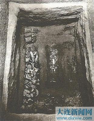 上村岭虢国墓地虢季墓。