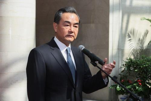 王毅寄语外交部新干部:坚决维护好国家利益