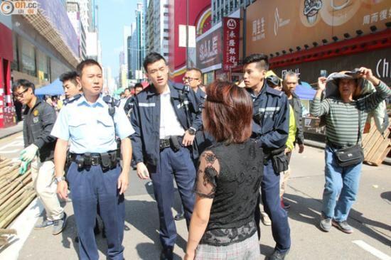 警方在现场了解情况。