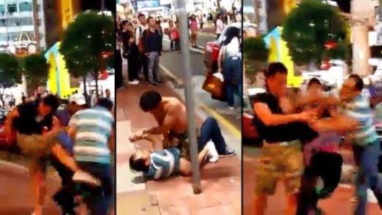 2人香港街头扭打