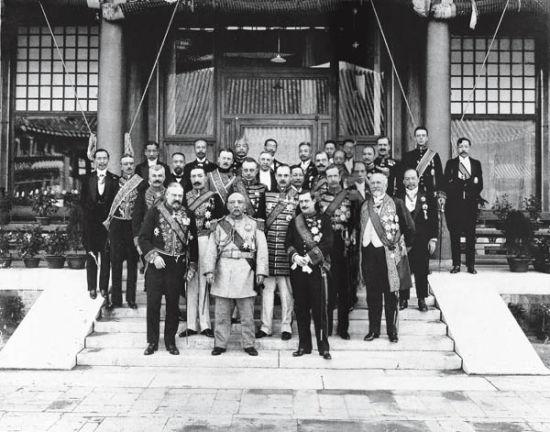 1913年10月10日,袁世凱就任正式大總統后,各國駐華使節覲見袁世凱