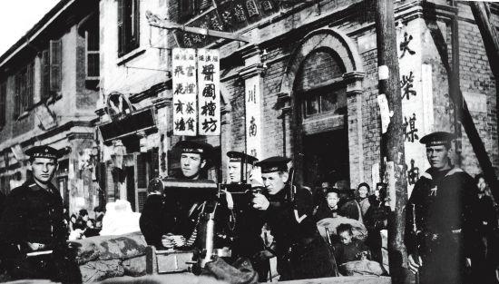 1911年,漢口街頭,守衛歐洲租界的德國士兵