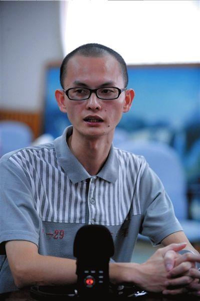东莞一个看守所内,犯罪嫌疑人十三少接受记者采访。本报记者欧阳晓菲摄