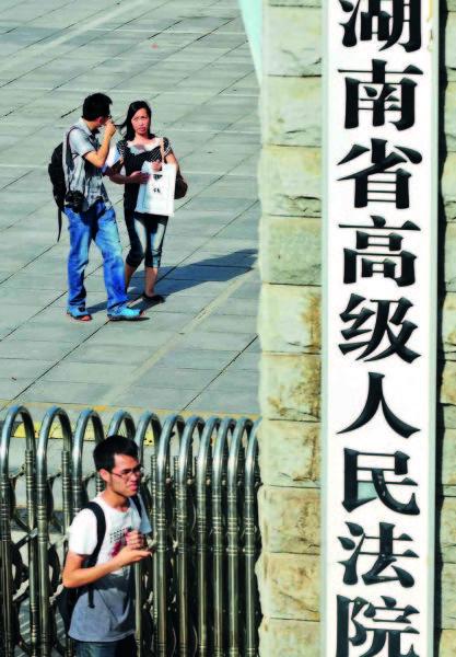 7月2日,二审庭审结束后唐慧走出法院大门 CFP
