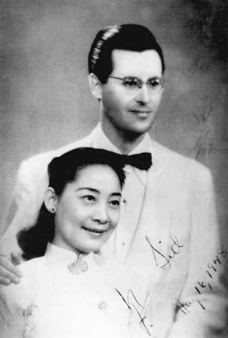 沙博理与夫人凤子的新婚照片(摄于1948年)