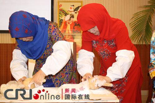 呼和浩特各族妇女做客博物院 展示女性传统技艺