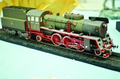版娃娃和小火车都是用纸做