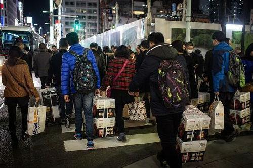 外媒:中国人海外疯狂购物 本土品牌开始自省