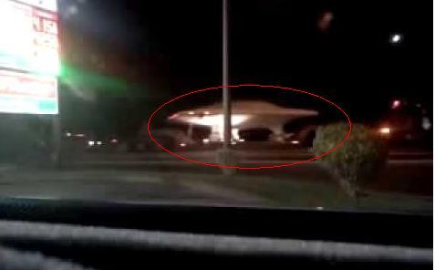 美神秘51区卡车趁夜运飞碟?
