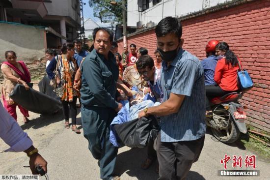 尼泊尔7.5级强震亲历者:觉得死神就在身旁
