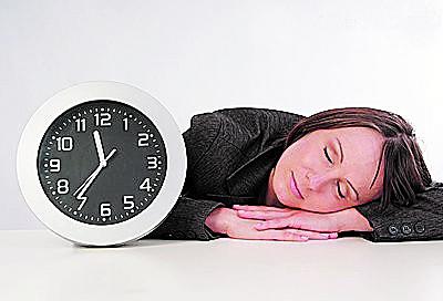 白领健康午休八法:面部冰敷消除疲倦
