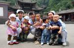 汶川地震中获救新生儿重聚
