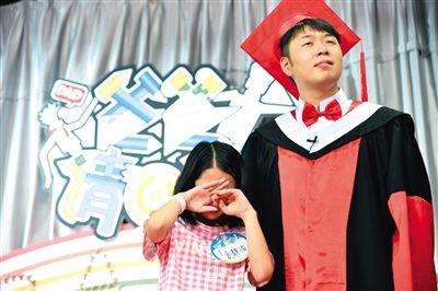 贵州、青海卫视两星联播的亲子类节目《爸爸请回答》邀请了多位明星,制作费高达2000万元。