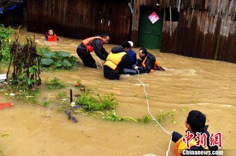 洪水冲断浮桥 道县紧急转移3000余人_新浪天气预报