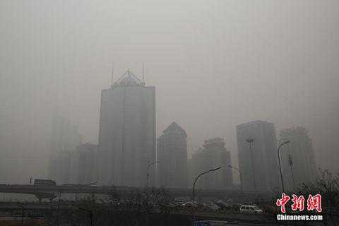 雾霾袭京七天六夜,26日仍处于严重污染级别。