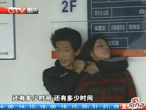 视频:重庆疑犯劫持女人质被制服现场曝光