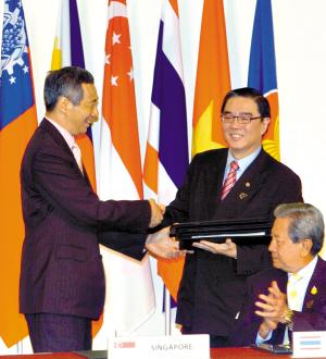 东盟十国领导人签署《东盟宪章》